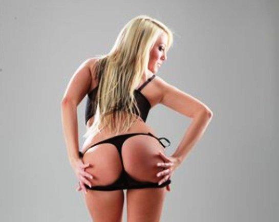 blonde-sexchat-schlampe-im-tanga